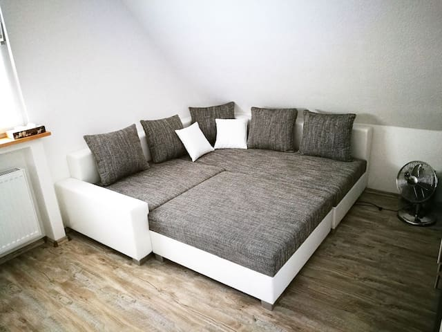 großes Zimmer, hell und freundlich, mit Wohnküche - Erwitte - Hus