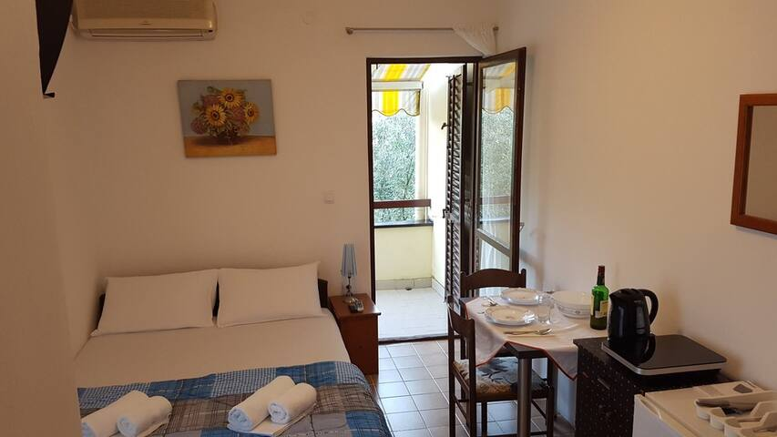 Double bed room with AC and balcony - Petrovac - Ev