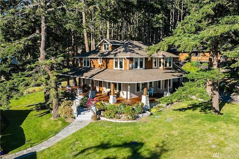 Beautiful Waterfront Home with Beach Access
