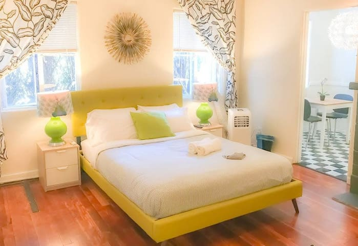 Third Street Apartments -  - ✈Fashionable ® Colorful - perfect for Walkers ♥⚡⌨