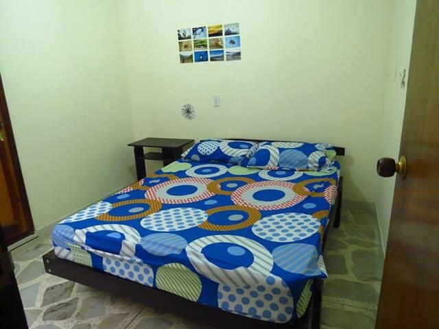 cómodo cuarto cerca a parque poblado - Medellín - Apartment