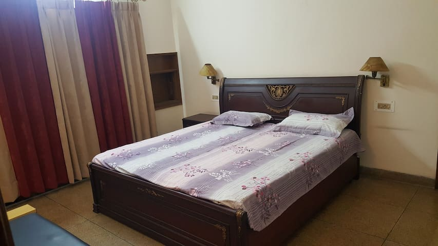 A NICE COMFORTABLE PRIVATE ROOM - Panchkula - Bungalov