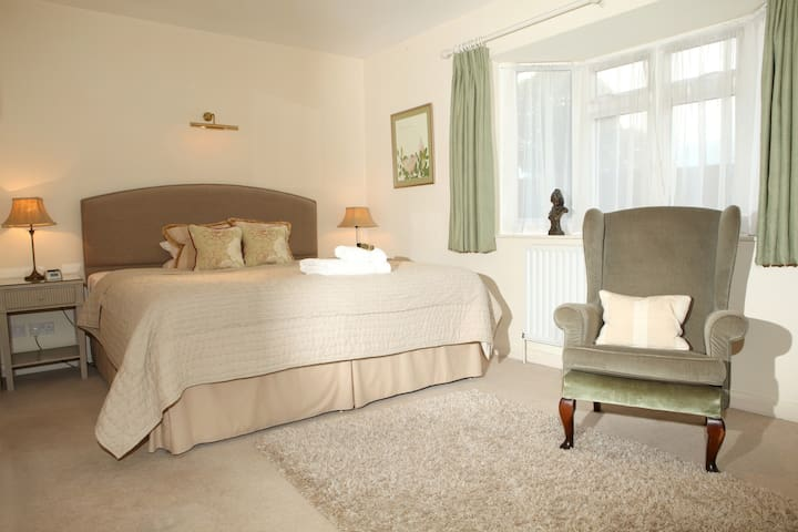 Central Marlow King Guest Room
