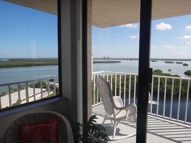 #Ph6 Penthouse Estero Bay Black Island