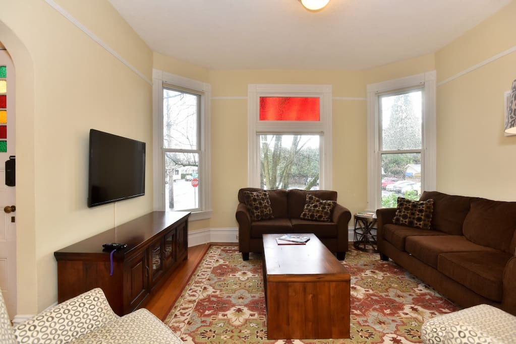Living Room Pic#1