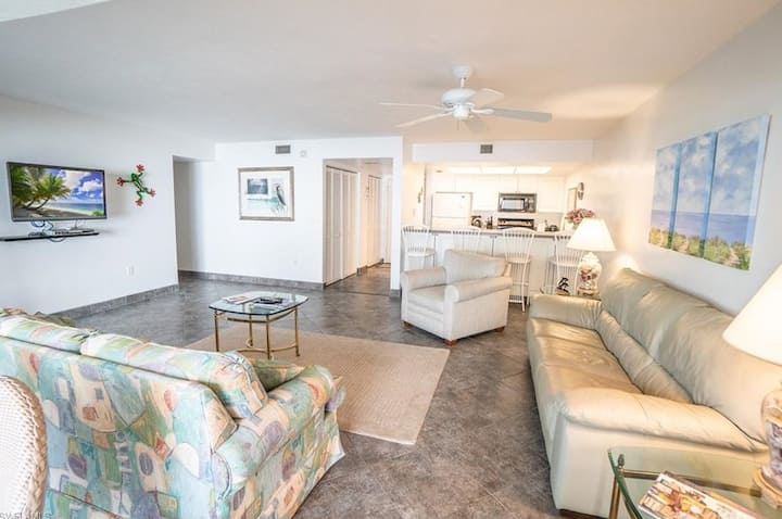 Mariner Pointe #321: Ground Level 3 Bedroom Oasis!