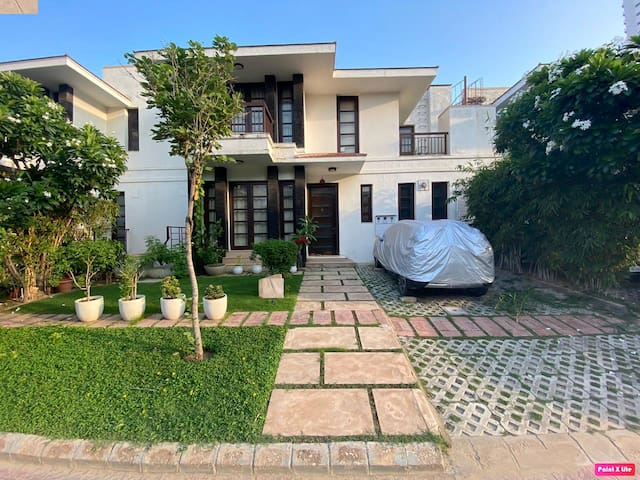 Luxurious 3 Bedroom Villa with pool in Gurgaon