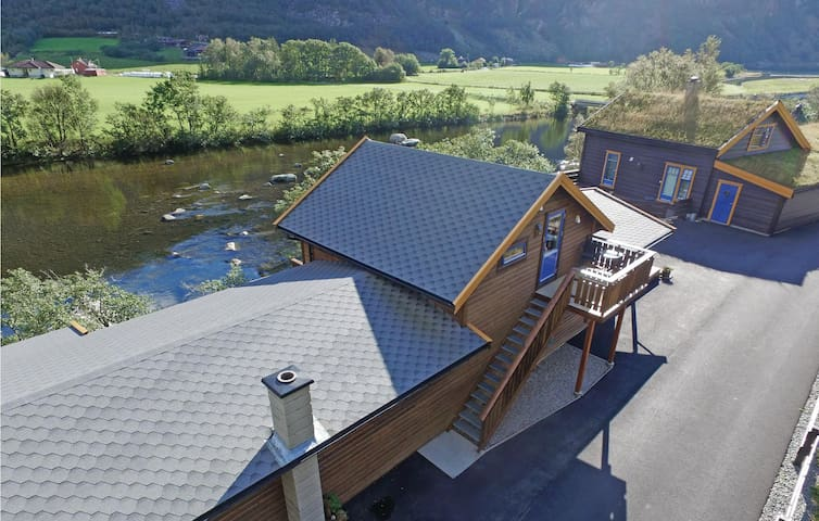 Semi-Detached with 1 bedroom on 40 m² in Dirdal