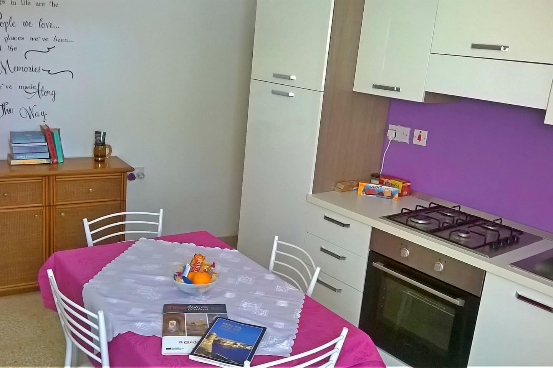Kitchen - open fire hob & electric oven - free breakfast stuff & snacks provided