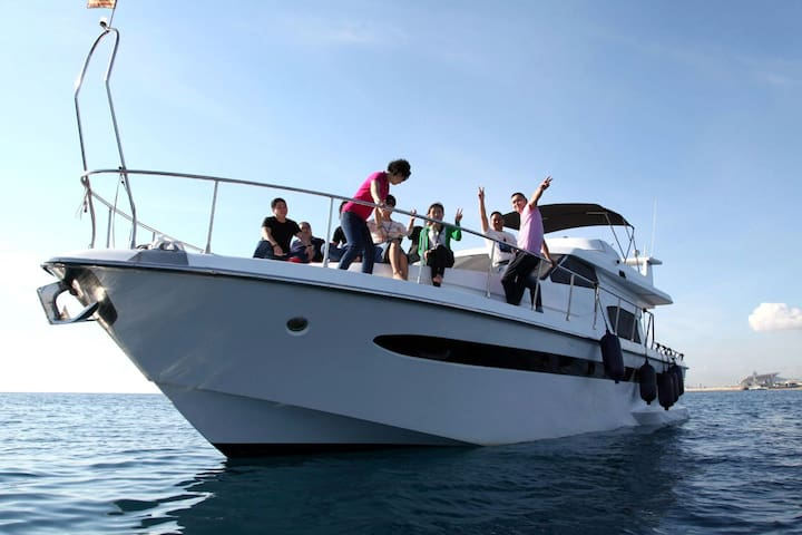 Comfortable power yacht with 3 cabins