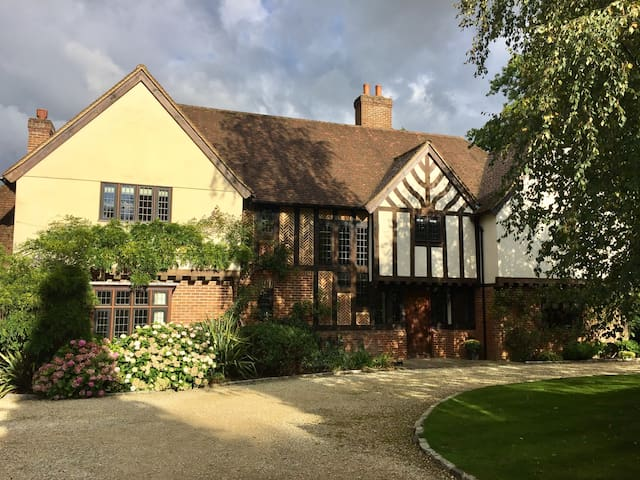 Family house in semi-rural setting - Bovingdon