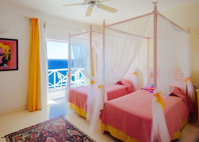 MONTSERRAT Twin Room-Dolcevita Resort by KlabHouse