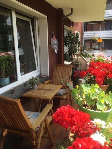Kleines Zimmer in lebenslustiger WG - Bochum - Apartament