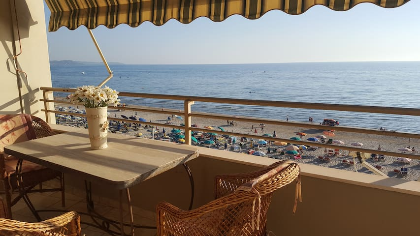 Cosy beach flat with amazing view - Durrës - Apartemen