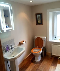 Double/Twin room 5 min from centre. - House