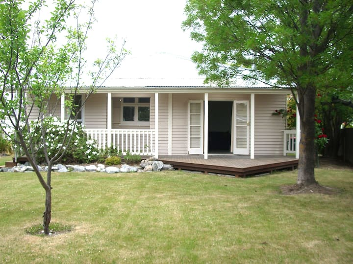 Character Cottage - Central Twizel
