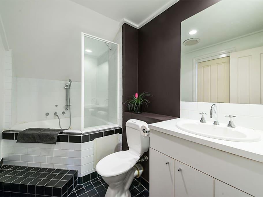Upstairs main bathroom with spa bath.