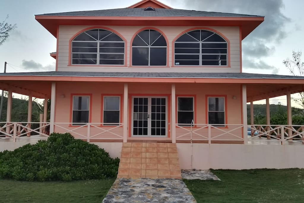 Peach house on the beach houses for rent in great exuma for Beach houses for rent in bahamas