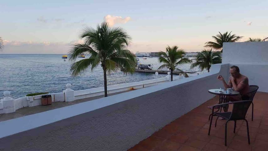 Oceanfront Relaxing Apartment (center of Cozumel)