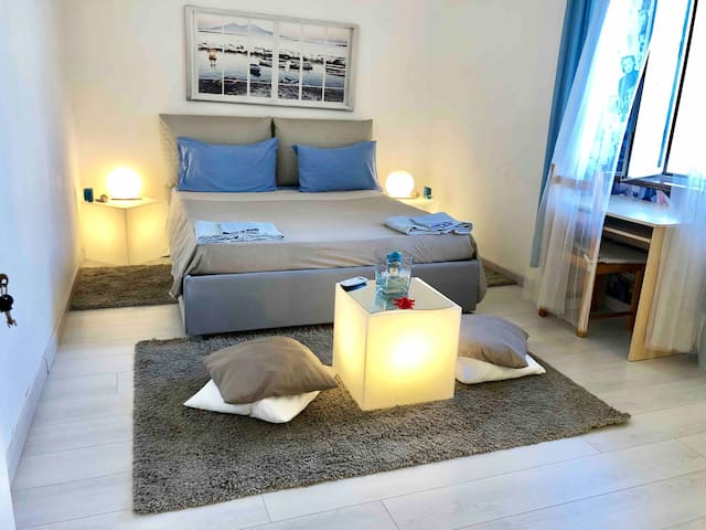 Central, Beautiful and Comfy Room