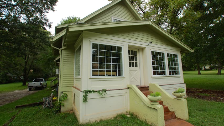 $125 For Complete 3 bedroom Large Historic Home!!! - Independence - Huis