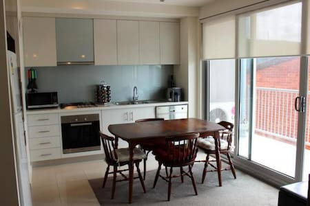 Apartment next to public transport - Glen Iris - Apartment