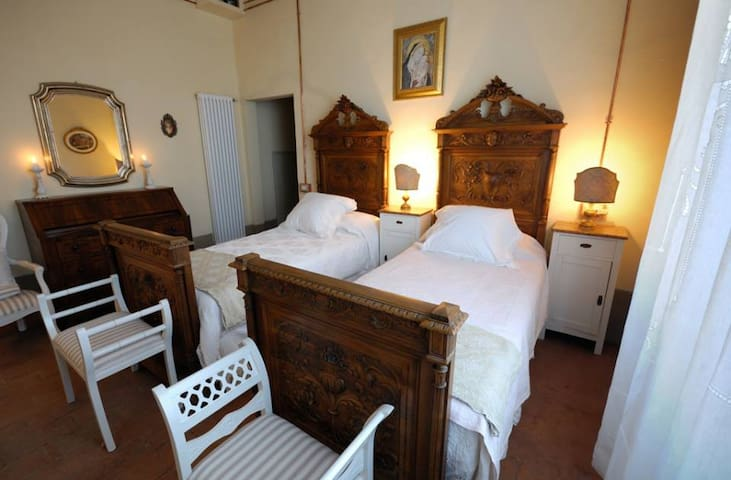 B&B Cimamori  in the hearth of Tuscany-Yellow Room