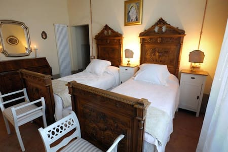 B&B Cimamori  in the hearth of Tuscany-Yellow Room - Poggibonsi