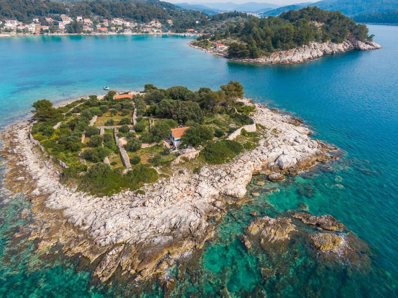 Stone house Villa Romana on island Gubeša and Gradina bay
