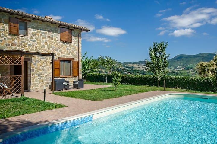 Villa with pool in the heart of Le Marche.