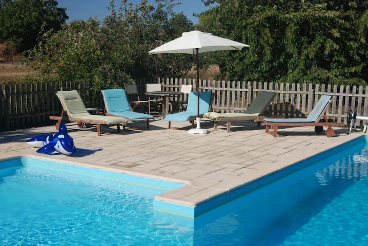 Les Alouettes gîte avec piscine - Le Langon - 一軒家