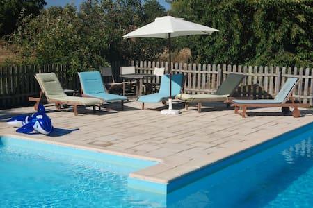 Les Alouettes gîte avec piscine - Le Langon - Hus
