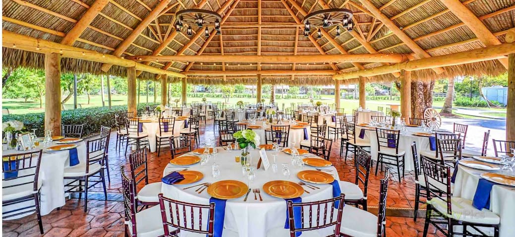 THE BARN 10 ACRE  LUXURY WEDDING RANCH  VENUE