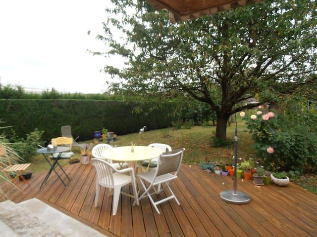 chambre, dans une maison individuelle, plain pieds - Charleville-Mézières - House