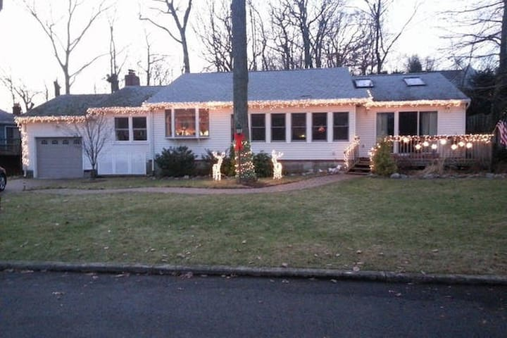 BEAUTIFUL HOME, CLOSE TO THE BEACH - Atlantic Highlands - Dom