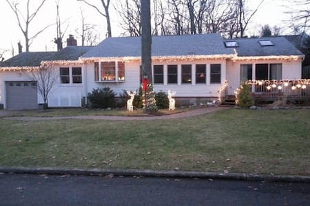 BEAUTIFUL HOME, CLOSE TO THE BEACH - Atlantic Highlands - Hus