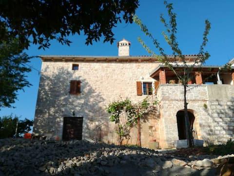 "Original stone house ""Home"" with private garden"