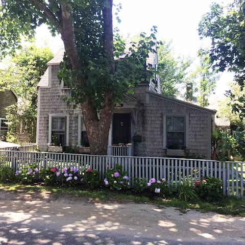 The Shoebox - as charming as you can get on ACK - Nantucket - Huis