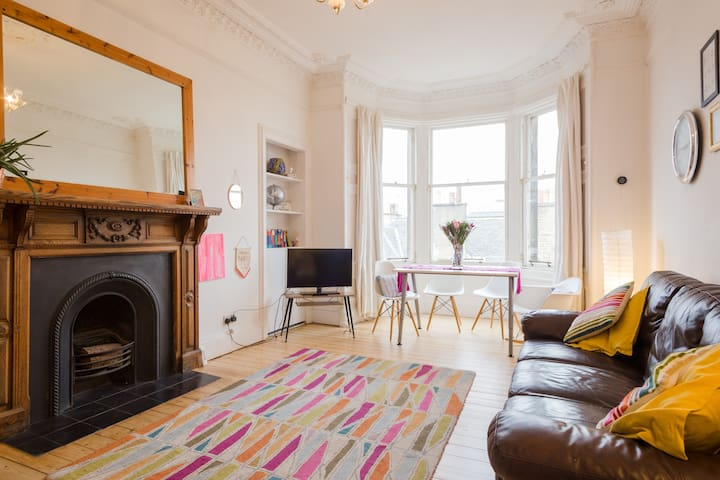 Stylish & Spacious Victorian 2 bedroom  apartment