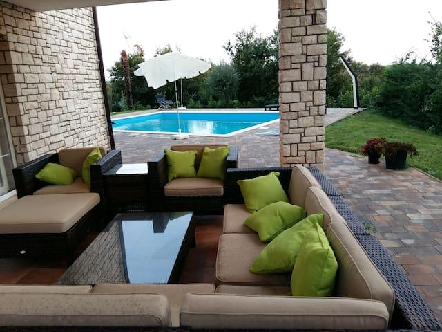 Villa Pavo - Vilanija