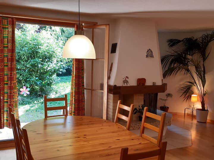 Zentral gelegene ruhige Landhauswohnung mit Garten