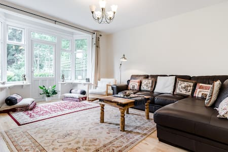 Lovely, spacious double room in a quiet house - Pinner - Haus