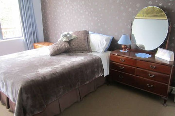 Walk to City and Events - Double room