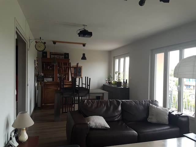 Chambre privée, app spacieux :25min centre de Lyon