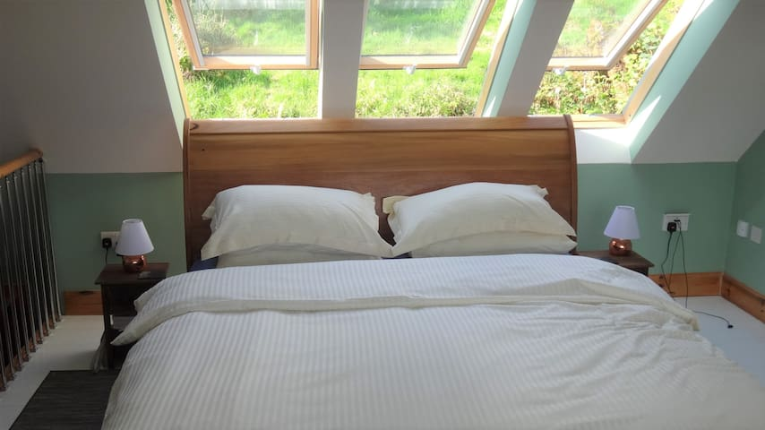 King size bed with a choice of pillows.