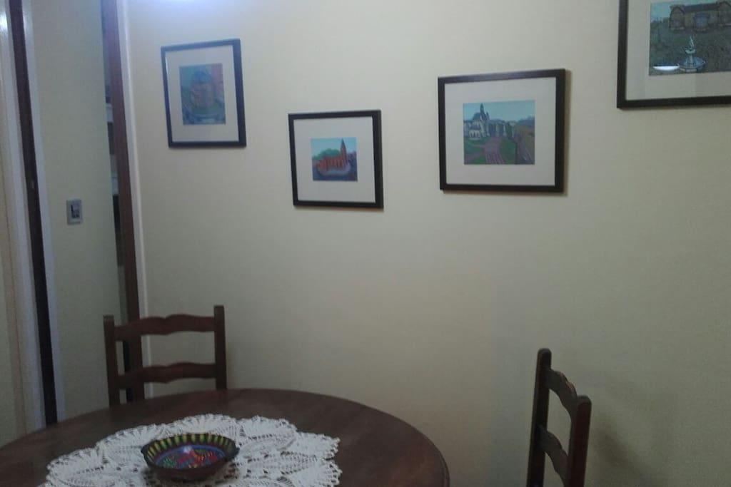 Comedor. Comunicación con cocina, baño, sala de estar y habitación