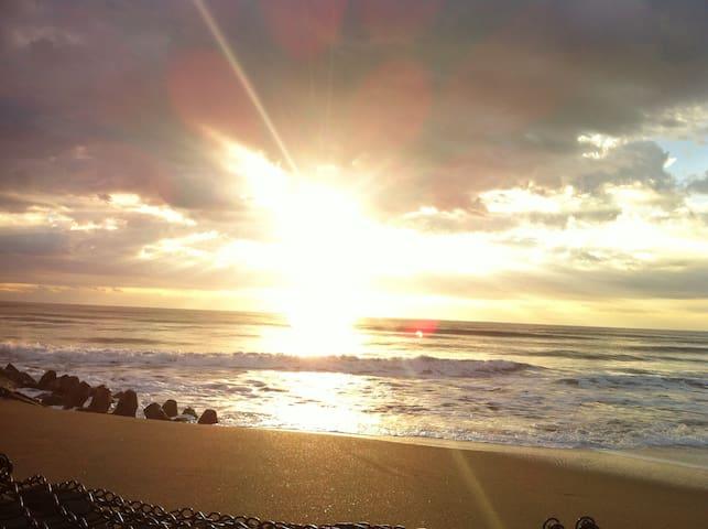 初日の出日本最東端  銚子観光海鮮料理 ·   犬吠埼灯台  駐車無料15台 徒歩5分で海、