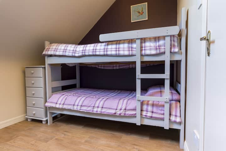 Lakeland House - Private Bedroom with shared bathroom facilities