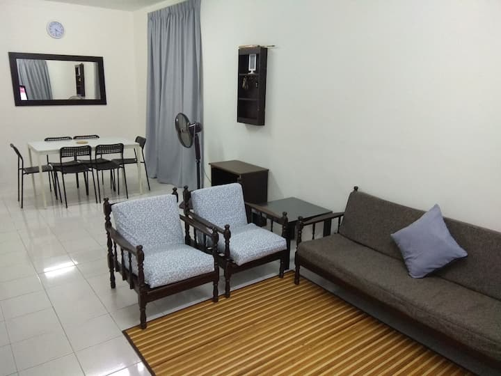 Homestay 3 Bedroom with Air-conditioning