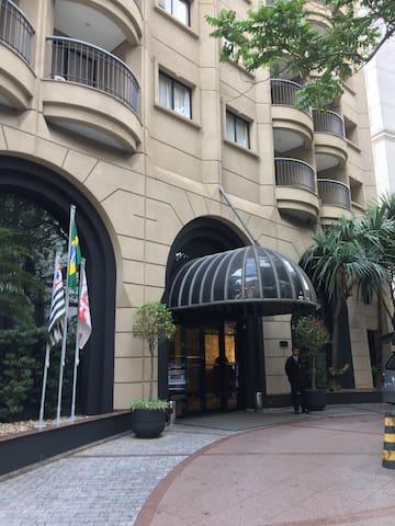 Exelente Flat itam Dentro de hotel 5 * c arrumação